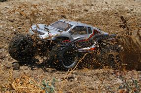 Vaterra-Halix-4WD-Monster-Truck-2