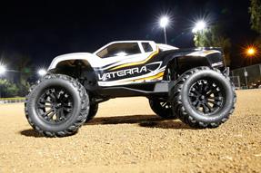 Vaterra-Halix-4WD-Monster-Truck-3