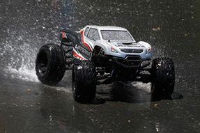 Vaterra-Halix-4WD-Monster-Truck-5