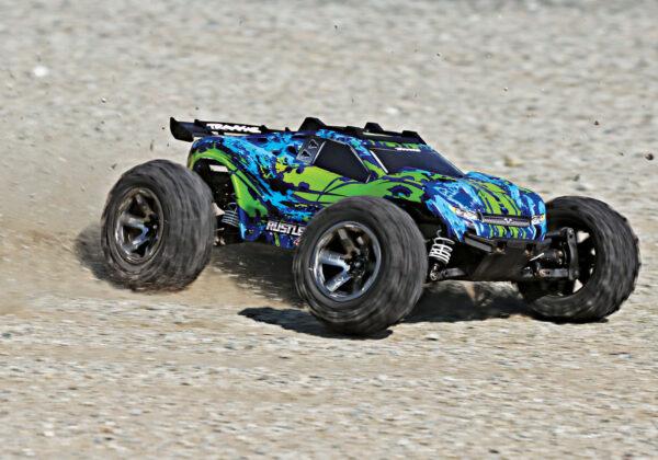 67076-4-Rustler-4×4-VXL-GREEN-ACTION-02