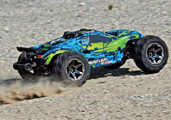 67076-4-Rustler-4×4-VXL-GREEN-ACTION-03